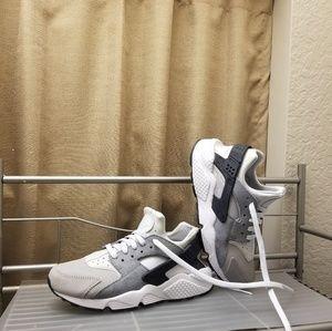 Nike Air Huarache womens athletic shoes size 8.5